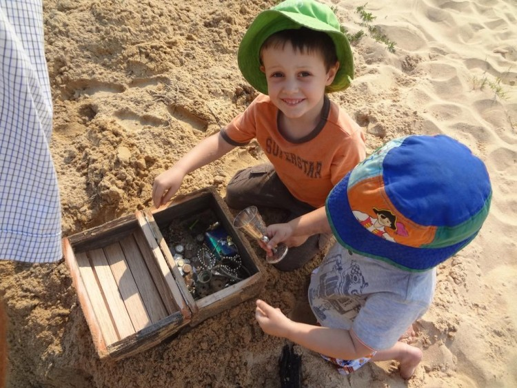 Kids Activities: The boy found the treasure